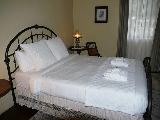 Bedroom in Wolf Creek Inn