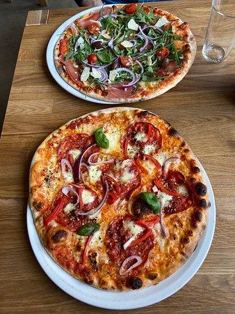Virkelig dejlige pizzaer - kommer gerne igen