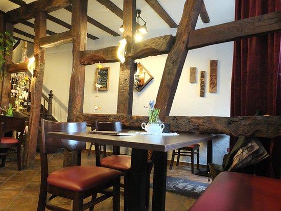 Monreal, เยอรมนี: Gastraum des Cafe Plüsch