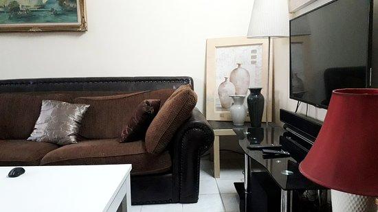 Область Дакар, Сенегал: Chers clients ollic résidence vous propose une très belle chambre bien équipée avec une accessibilité pour faire vos courses, vos déplacements à dakar dans un quartier calme et sécurisé. les chambres ont l'accessibilité à la cuisine et une femme de ménage est mis à votre disposition pour nettoyer chaque jour. nb: pas moins de deux jours.
