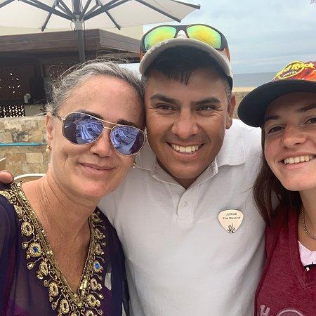 Con Carlos García que nos atendió como reinas en Legendary de Hotel Hard Rock de Los Cabos