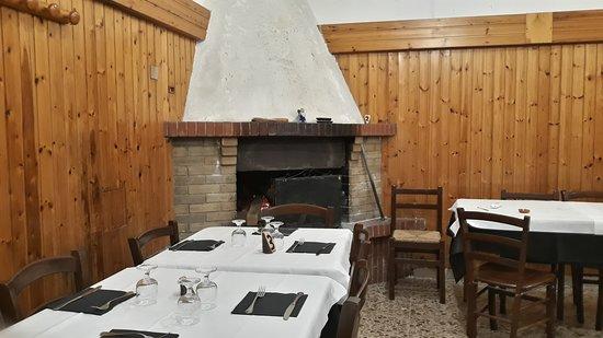 Sant'Angelo Romano, איטליה: Al vecchio mulino: caminetto