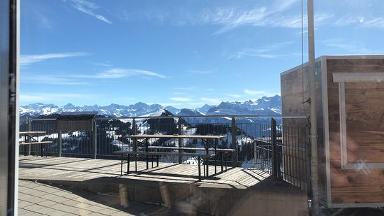 Arth, Suiza: The terrace outside