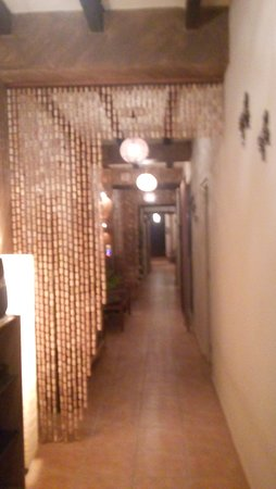 Adsubia, Испания: este es parte del pasillo que lleva desde la entrada hasta la salida al exterior zona del jardín