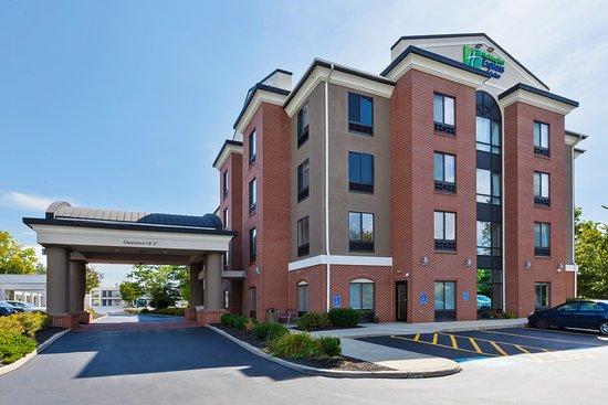 Holiday Inn Express Cleveland-Richfield: Exterior
