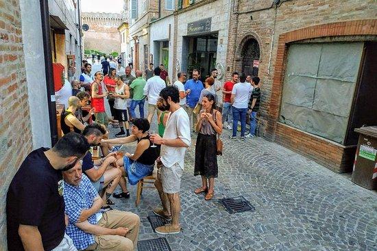 在歷史中心的Urbisaglia村+開胃酒的徒步旅行