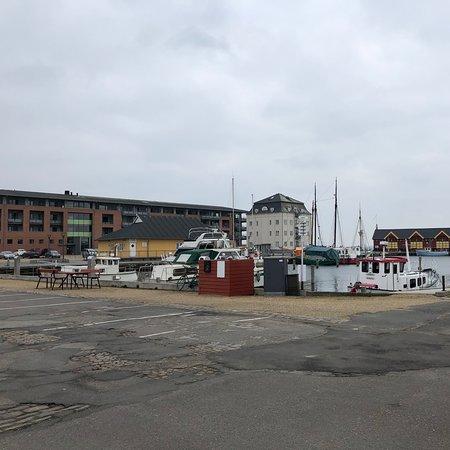 Havnen rummer trafikhavn og - lystbådehavn  og færgeleje.