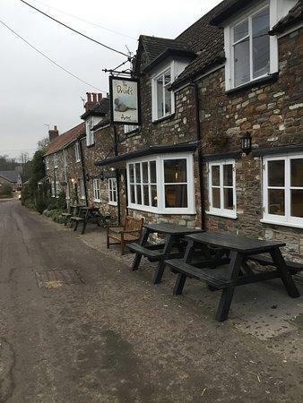 Stanton Drew, UK: The lovely little pubs entrance