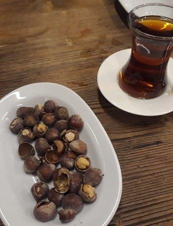 Cayirova, Turchia: tea and nuts