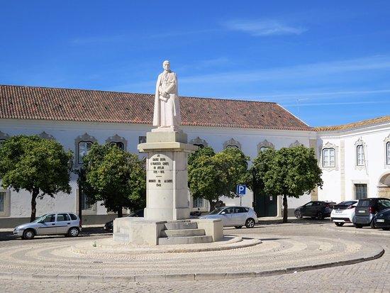 Estatua bispo Dom Francisco Gomes de Avela
