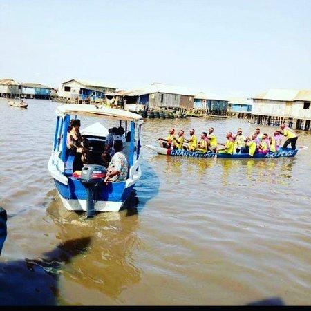 Ganvie, Бенин: Ganvié Venise-tourisme accueil ces clients avec ce groupe folklorique de ganvié Bonifaceahounou967@gmail.com