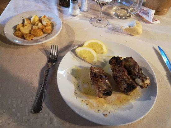 Sedrina, إيطاليا: costine di maiale alla griglia