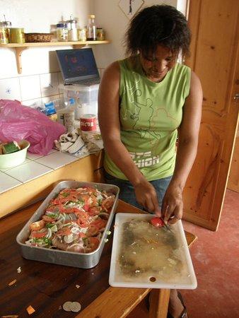 Майо, Кабо-Верде: Neia... notre hôte Capverdienne : personne délicieuse, qui mène rondement la maison et régale vos papilles!