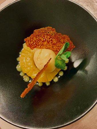 ananas rôtis flambé au rhum et sorbet fruits de la passion