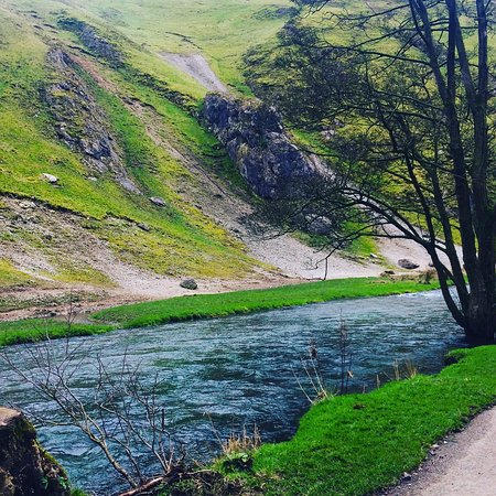 Thorpe, UK: Beautiful Dovedale on a sunny Sunday in March ☀️☀️ FAMILY TIME!! 😍❤️😍