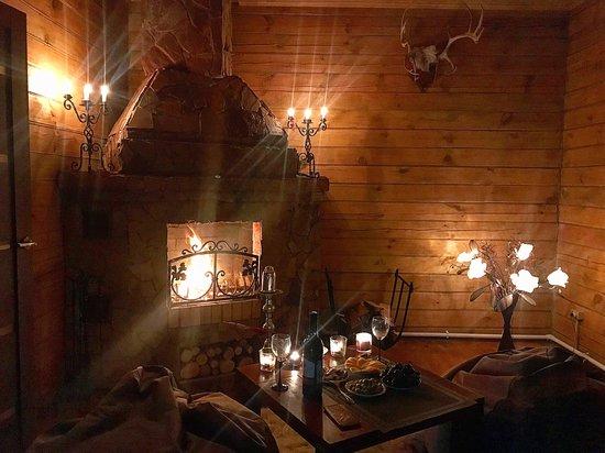 Krasnoyarsk Krai, รัสเซีย: Дом отдыха Клондайк. Каминный зал. Идеальное место для романтики 89535878756