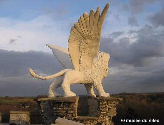 Eben-Emael, Belgium: The Lion, looking towards the South-East....... Zion, the promised Land, Jerusalem. Peace is the main issue!