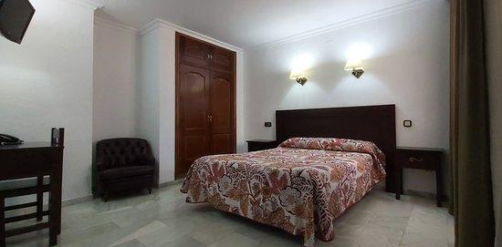 Habitación Doble, cama de matrimonio.
