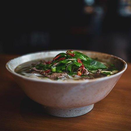 Neben spektakulär angerichtetem Sushi, gibt es weitere tolle asiatische Gerichte die mindestens genauso gut schmecken! Markiert jemanden, der euch zum Essen ausführen sollte und schaut mal bei uns vorbei!