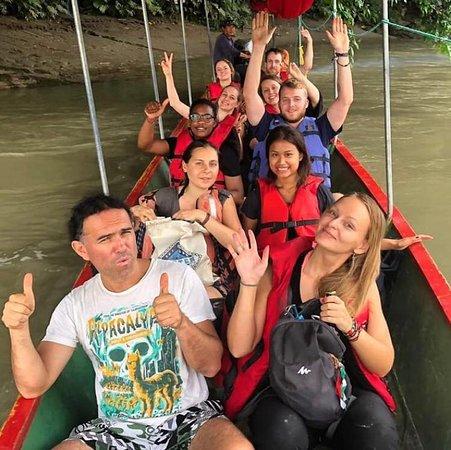 Ahuano, Эквадор: Nuestra escuela en la selva, cuenta con viajes divertidos y excursiones a través de canoa.