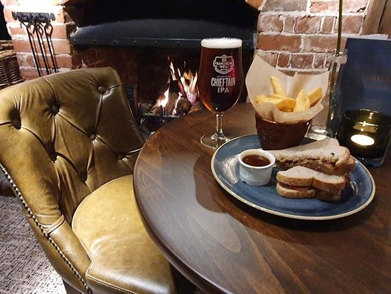 Hollingbourne, UK: Sandwich by the fire anyone?