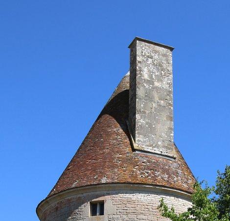 Sombernon, France: La tour et sa cheminée
