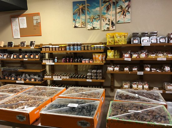 Thermal, Californie: Many options for buying dates and date products.
