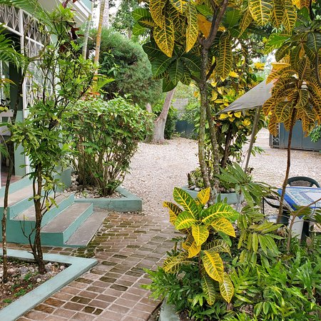 Camp Perrin, Haiti: Family Guest house,  best place ever.