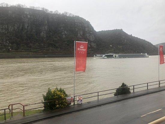 Hotel direkt am Rhein