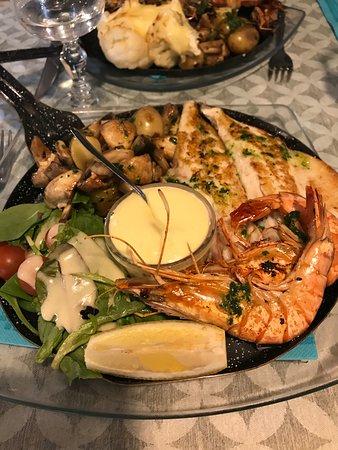 Gambas, filets poissons et grenailles/ champignons persillés + aïoli