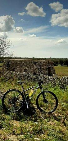 Ortelle, Ý: sosta nei pressi di una casolare dopo una pedalata salutare