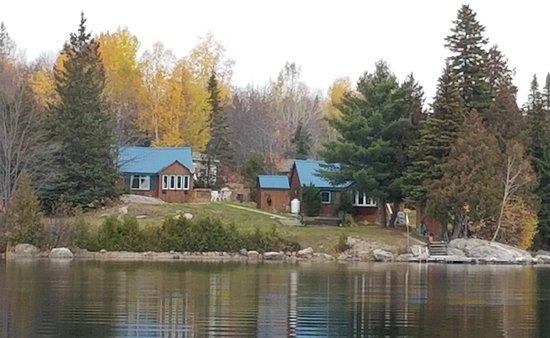 Marten River, Canada: Lakeside cottages