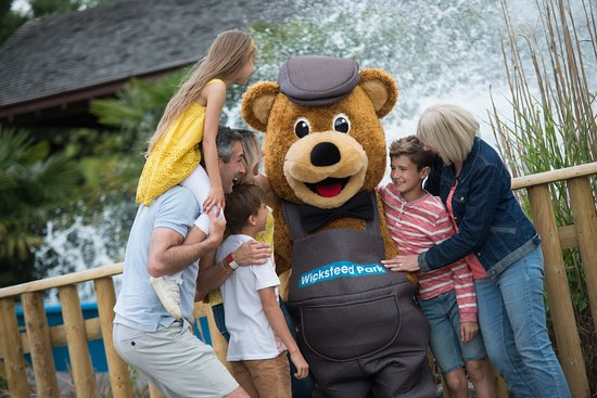 Kettering, UK: Make sure you grab a photo with Wicky Bear and give him a hug!