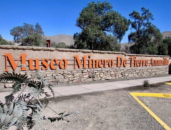 Tierra Amarilla, Chile: Fachada renovada y acceso principal del MMTA