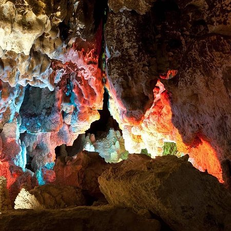 #Nakhcheer or Chal-Nakhjir is a cave situated in Markazi Province of Iran. It is a limestone #cave approximately 70 million years old. Parts of the cave including its internal lake have been prepared for easy tourist access. It was discovered in 1989 and registered as a national monument in 2001. Its interior is made of crystals, dolomite sediments, stalactites and stalagmites.  #iran_and_iranians