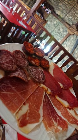 Salchichonio 🌭... Chorizo, jamón y lomo...