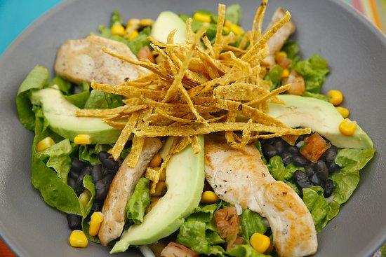 ¡Opción light!. Ensalada Mexicana: Lechuga, frejol negro, choclo dulce, quesos mixtos y tiras de tortilla. Puedes elegir de pollo, lomo o camarón.  ¡UNA VERDADERA DELICIA!