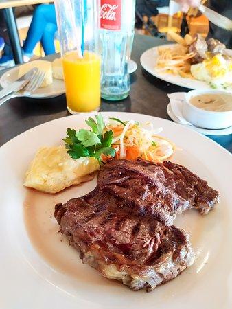 Centenario, الأرجنتين: Almoço