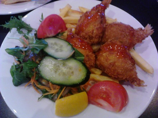 Tomakin, ออสเตรเลีย: Panko prawns for lunch $9 for members $10 for non-members. Who could complain about this?