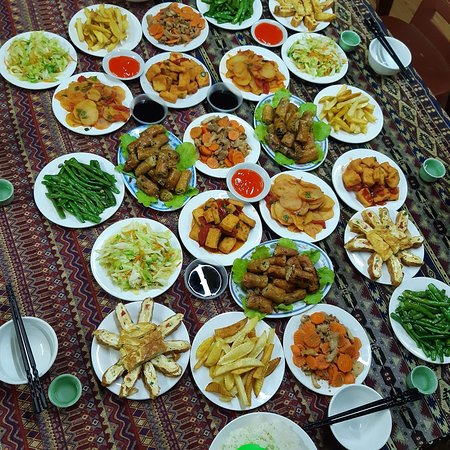 Yen Minh, Вьетнам: Family dinner