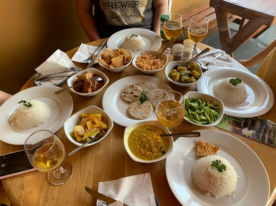Kudapaduwa, Srí Lanka: Finalized meal and Lion beer