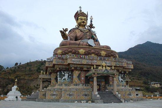 Lhuntse District, Бутан: Biggest Guru Statue at Takila Lhuntse