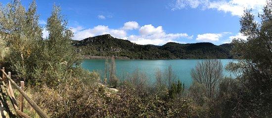 Liguerre de Cinca, Spain: Vistas del paseo por la rivera del pantano en Ligüerre de Cinca.