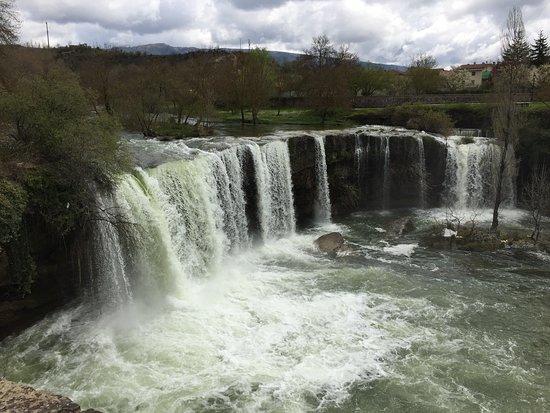 Pedrosa de Tobalina, España: El salto de agua casi en su máxima expresión