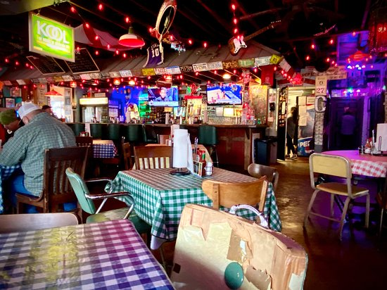 Muscle Shoals, AL: Champys Dining