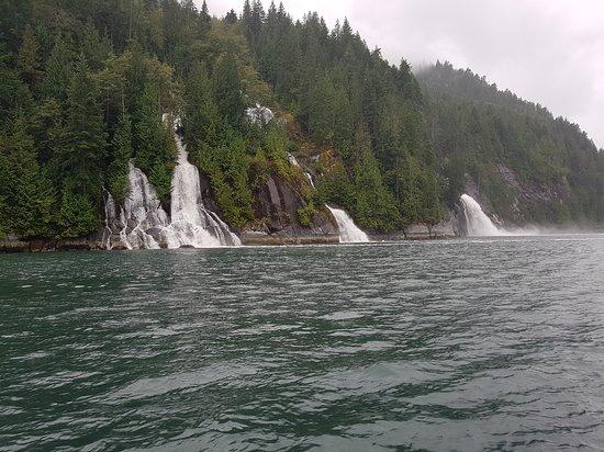 Desolation Sound, Canadá: Beautiful series of waterfalls. Toba inlet. B.C.