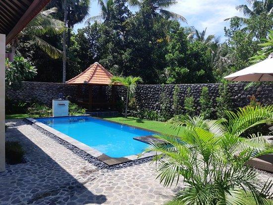 Kubutambahan, Индонезия: Coco Garden
