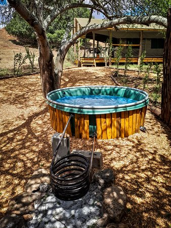 Heidelberg, Sudáfrica: Wood-fired hot tub at Bosbok family safari tent