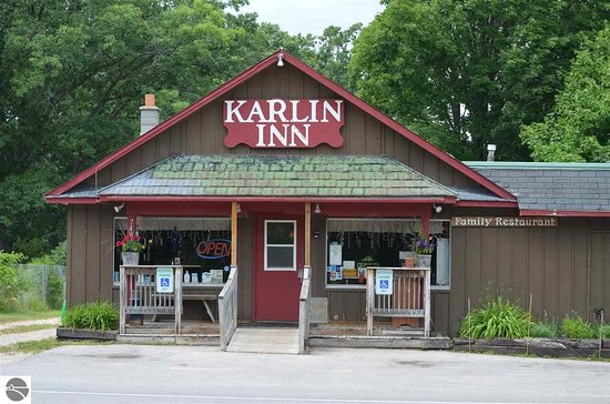 Interlochen, MI: Karlin Inn view from highway 137.