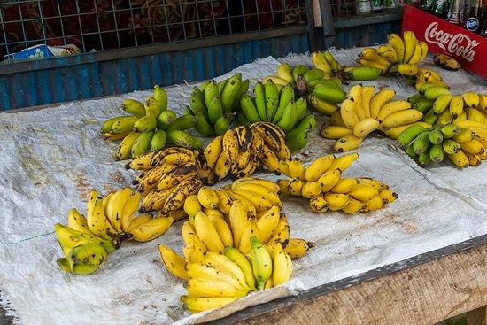 Monaragala, Sri Lanka: At the shop near the entrance